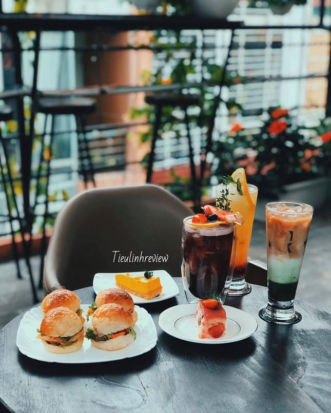 """Hẹn hò với Sài Gòn: Quán cà phê gara """"cool ngầu"""" và tiệm trà trên sân thượng sang chảnh ảnh 7"""