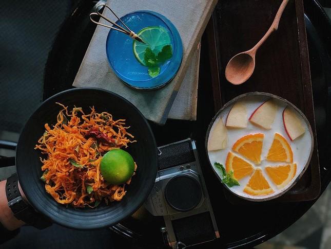 """Hẹn hò với Sài Gòn: Quán cà phê gara """"cool ngầu"""" và tiệm trà trên sân thượng sang chảnh ảnh 4"""