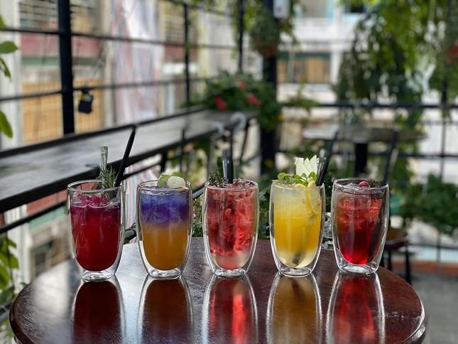 """Hẹn hò với Sài Gòn: Quán cà phê gara """"cool ngầu"""" và tiệm trà trên sân thượng sang chảnh ảnh 10"""