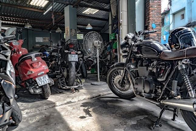 """Hẹn hò với Sài Gòn: Quán cà phê gara """"cool ngầu"""" và tiệm trà trên sân thượng sang chảnh ảnh 2"""