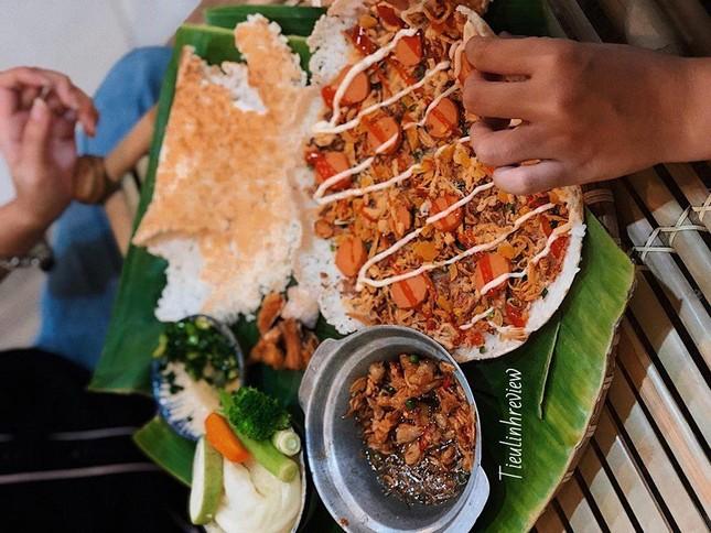 Ăn sập Sài Gòn: Bánh mì xíu mại hay cơm cháy kho quẹt? Hay là… cả hai? ảnh 6