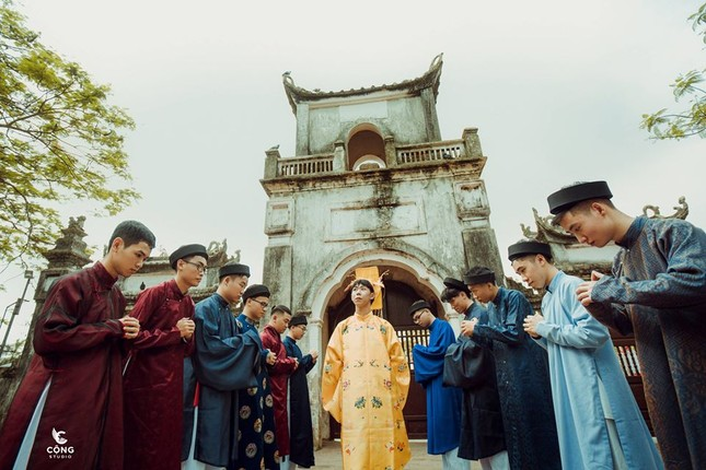 Trầm trồ trước vẻ đẹp của cổ phục Việt Nam trong bộ ảnh kỷ yếu của teen 12 Nam Định ảnh 2