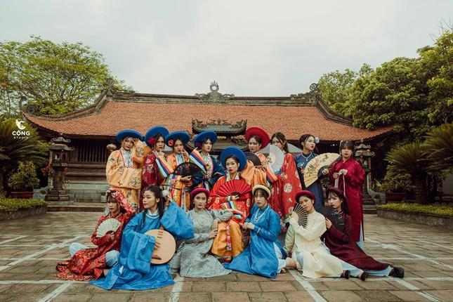Trầm trồ trước vẻ đẹp của cổ phục Việt Nam trong bộ ảnh kỷ yếu của teen 12 Nam Định ảnh 8