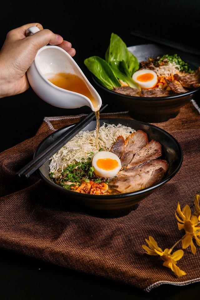 Trưa nay ăn gì Sài Gòn: Đổi vị với thực đơn món lạ, quán cũng... lạ luôn! ảnh 9