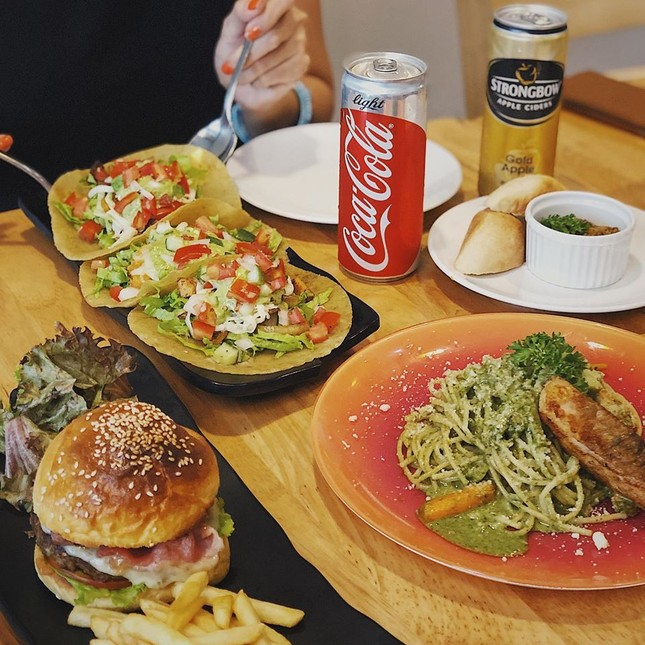 Trưa nay ăn gì Sài Gòn: Đổi vị với thực đơn món lạ, quán cũng... lạ luôn! ảnh 1
