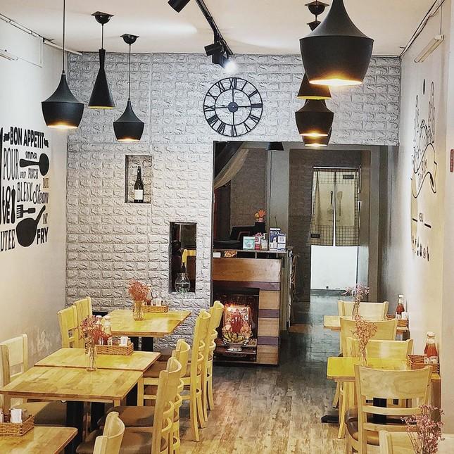 Trưa nay ăn gì Sài Gòn: Đổi vị với thực đơn món lạ, quán cũng... lạ luôn! ảnh 5