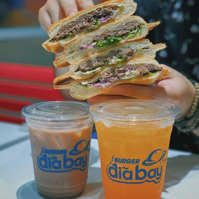 Món ngon Sài Gòn: Team hảo ngọt và team mê burger mau mau bơi vào đây! ảnh 6