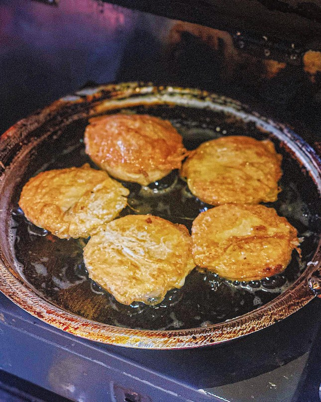Cứu đói buổi xế chiều: Bạn chọn bánh sữa pate chiên trứng hay bánh tráng tỏi phi? ảnh 2