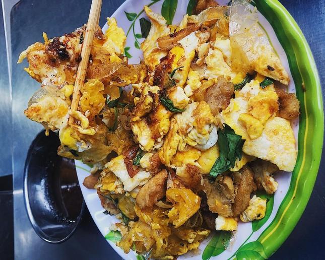 Bánh tráng chiên trứng độc đáo sánh đôi cùng flan màu mè nhất Sài Gòn ảnh 2