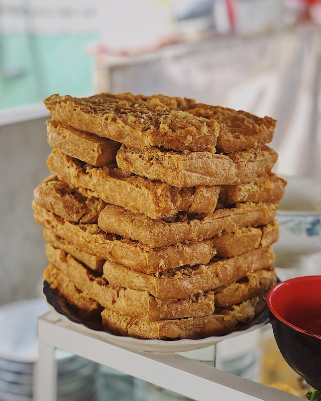 Sài Gòn hẻm: Có gì hấp dẫn trong đĩa bánh ướt 60 năm tuổi và tô bún riêu ngon nức tiếng? ảnh 5