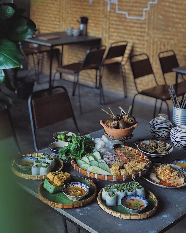 Hẹn hò Sài Gòn: Ăn thả cửa cùng mẹt bún đậu tá lả và buffet lẩu ngon mê man ảnh 1
