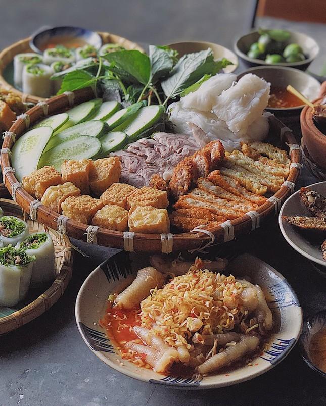 Hẹn hò Sài Gòn: Ăn thả cửa cùng mẹt bún đậu tá lả và buffet lẩu ngon mê man ảnh 2