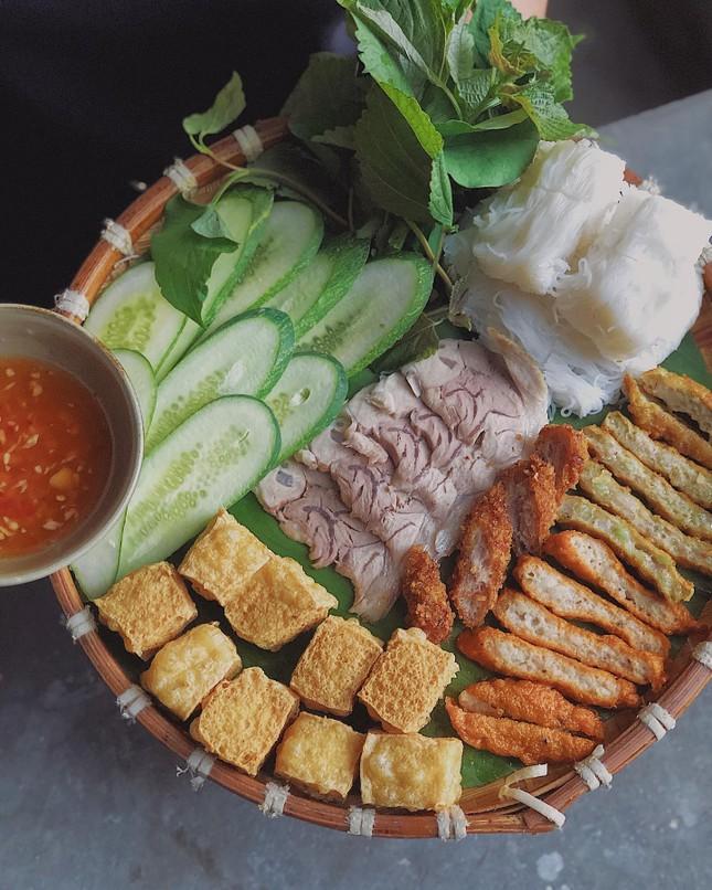 Hẹn hò Sài Gòn: Ăn thả cửa cùng mẹt bún đậu tá lả và buffet lẩu ngon mê man ảnh 3