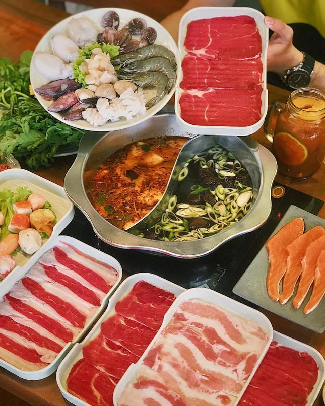 Hẹn hò Sài Gòn: Ăn thả cửa cùng mẹt bún đậu tá lả và buffet lẩu ngon mê man ảnh 5