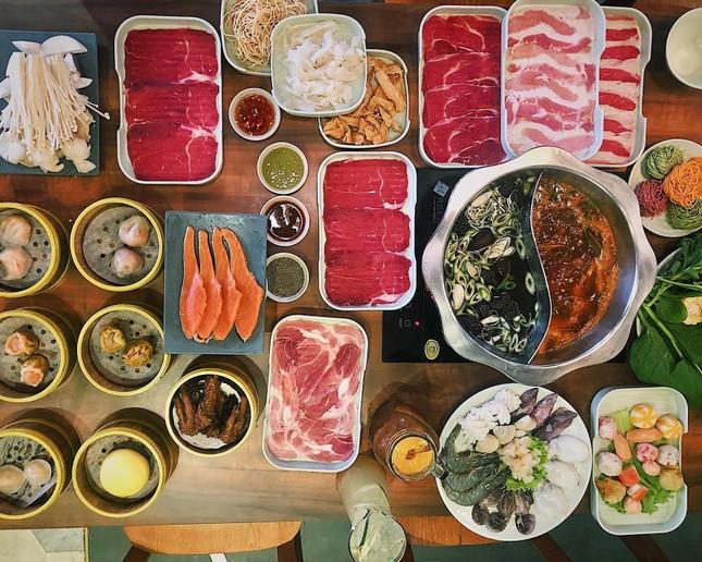 Hẹn hò Sài Gòn: Ăn thả cửa cùng mẹt bún đậu tá lả và buffet lẩu ngon mê man ảnh 7