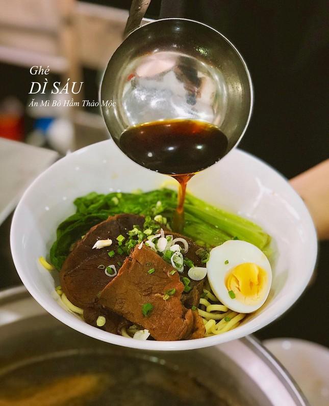 Những món ăn thân thuộc: Hủ tiếu xào người Hoa và mì bò hầm ngon nức tiếng ảnh 5