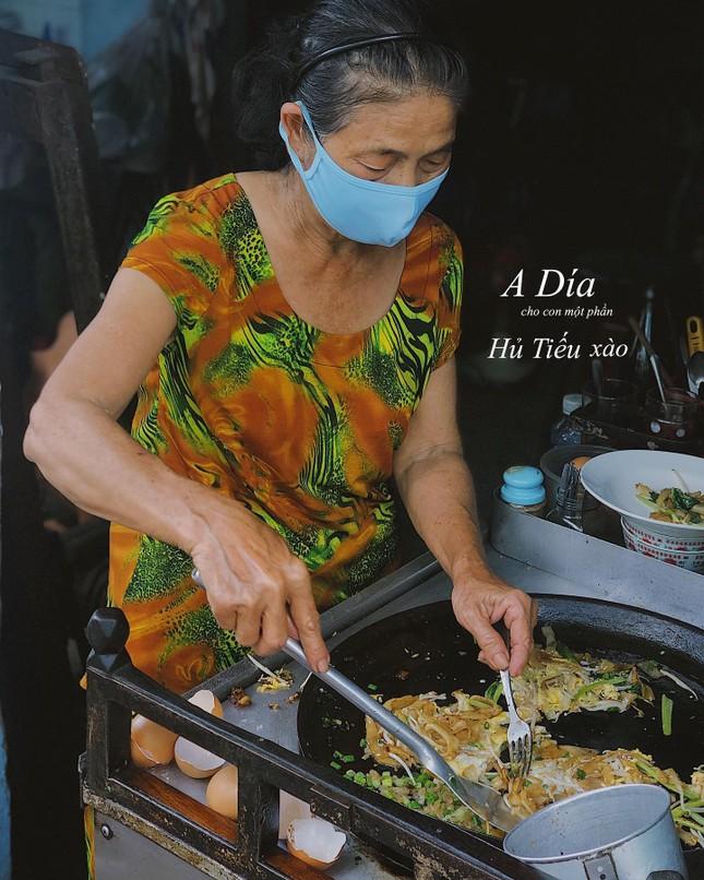 Những món ăn thân thuộc: Hủ tiếu xào người Hoa và mì bò hầm ngon nức tiếng ảnh 1