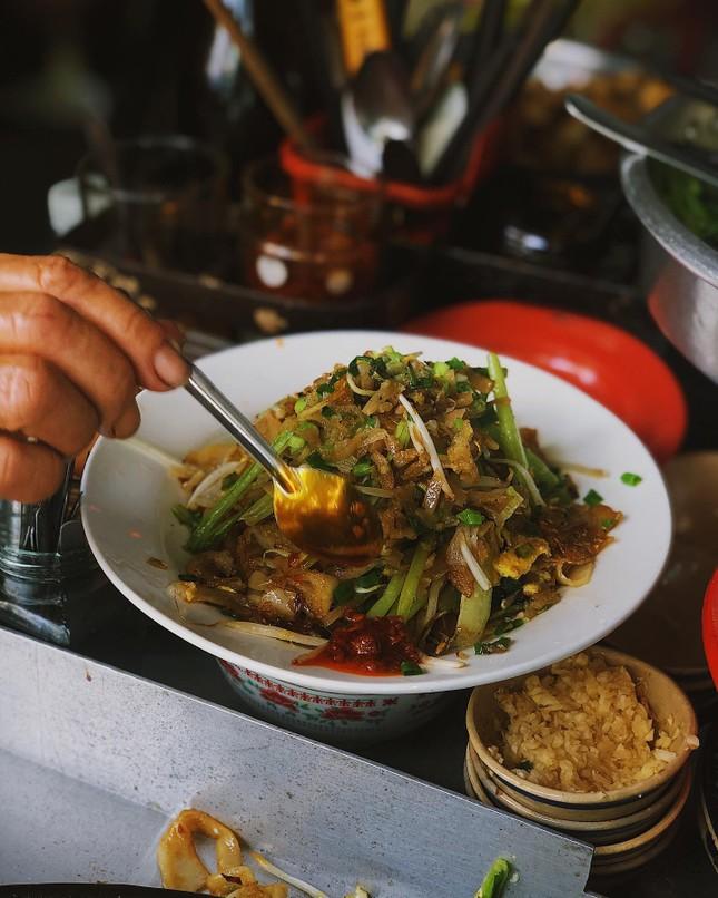 Những món ăn thân thuộc: Hủ tiếu xào người Hoa và mì bò hầm ngon nức tiếng ảnh 3