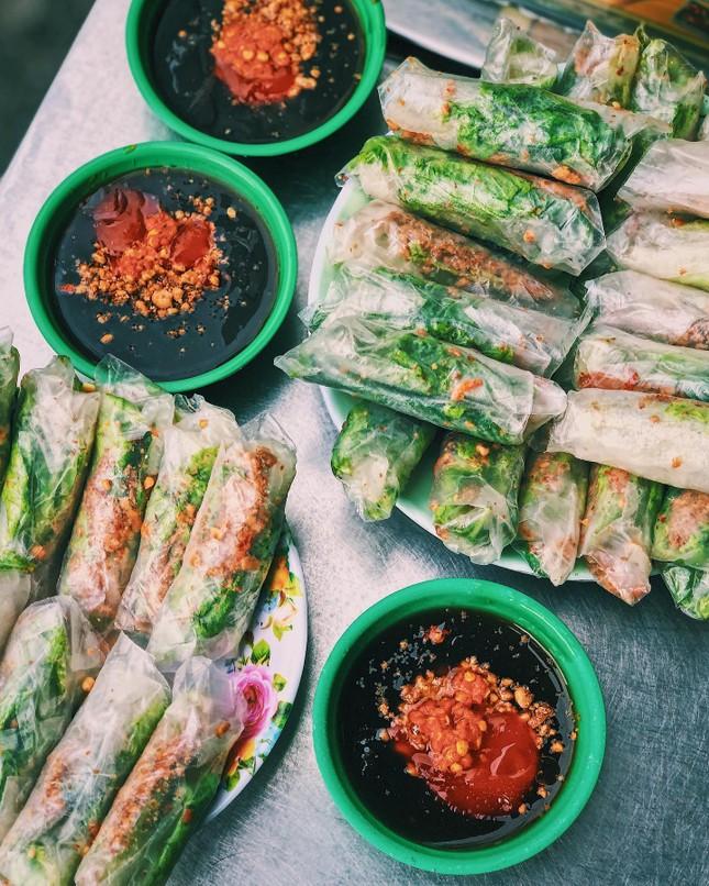 """Menu ăn vặt """"ba chấm là ngất ngây"""" của teen Sài Gòn: Bò bía 1,5K, súp """"gói cả thế giới"""" ảnh 1"""