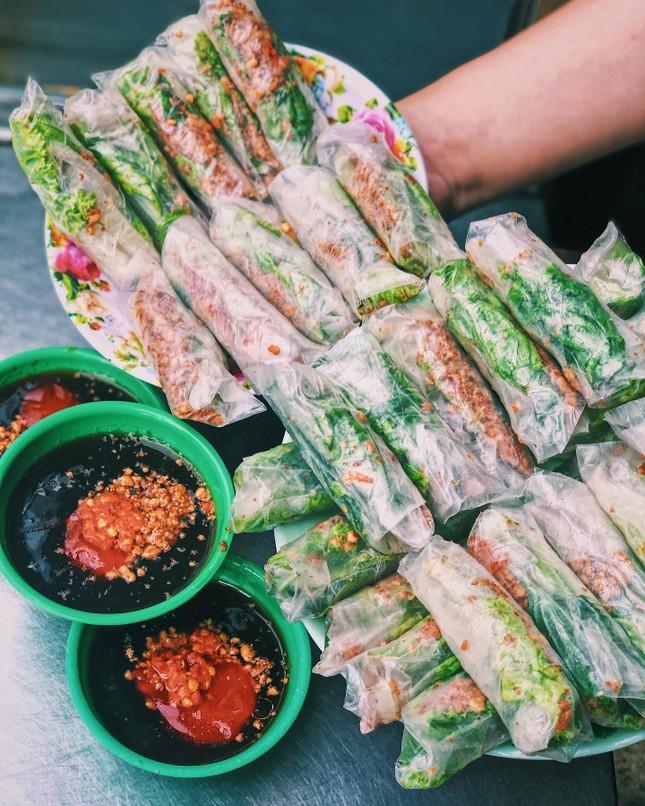 """Menu ăn vặt """"ba chấm là ngất ngây"""" của teen Sài Gòn: Bò bía 1,5K, súp """"gói cả thế giới"""" ảnh 2"""
