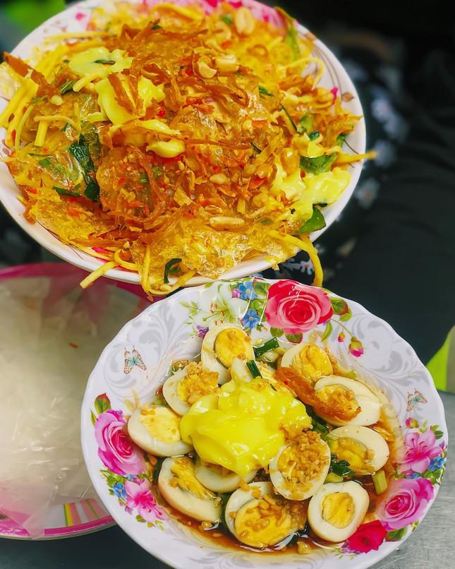 Món ngon Sài Gòn: Một cuộc hẹn thơm béo với gà nướng phô mai và bánh tráng chấm bơ ảnh 5