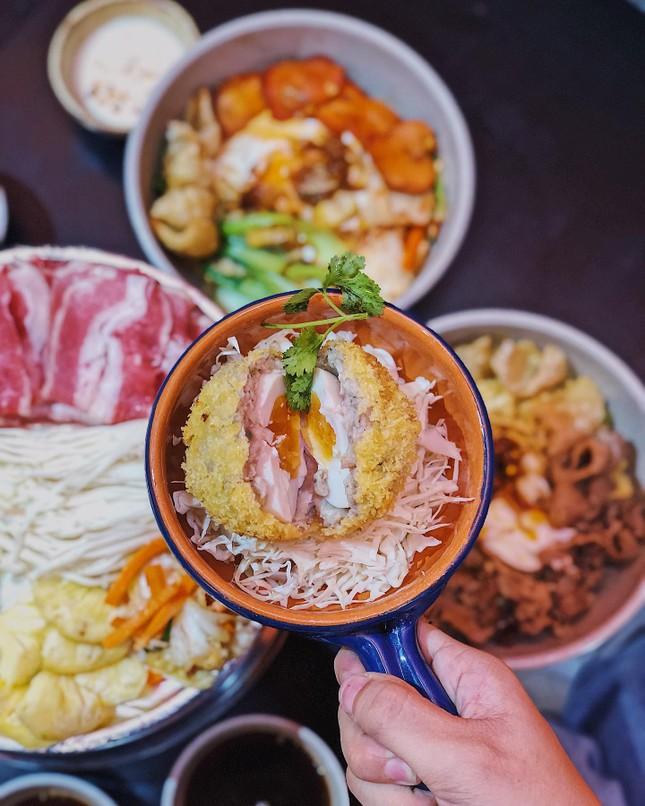 Món ngon Sài Gòn: Một cuộc hẹn thơm béo với gà nướng phô mai và bánh tráng chấm bơ ảnh 2