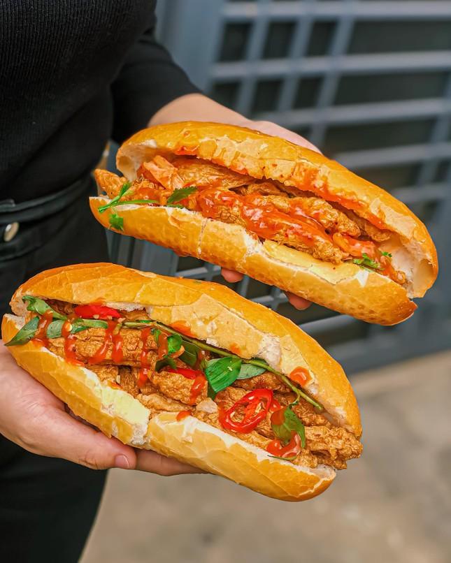 Giờ ăn đến rồi: Bánh mì chả cá giòn thơm hay bò né sốt phô mai kéo sợi? ảnh 2