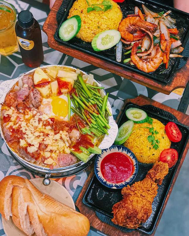 Giờ ăn đến rồi: Bánh mì chả cá giòn thơm hay bò né sốt phô mai kéo sợi? ảnh 7