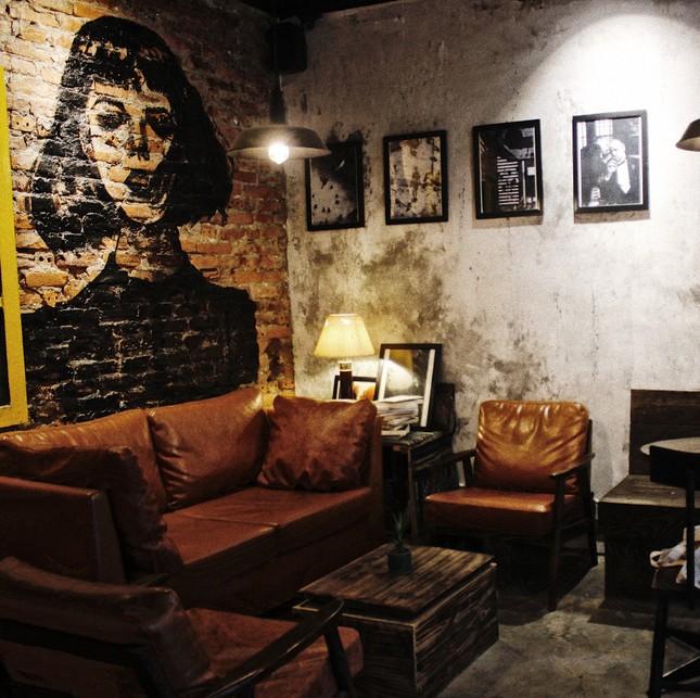 """Tận hưởng không khí cuối năm thật """"chất"""" tại Top 3 quán cà phê nghệ thuật xịn sò ảnh 1"""