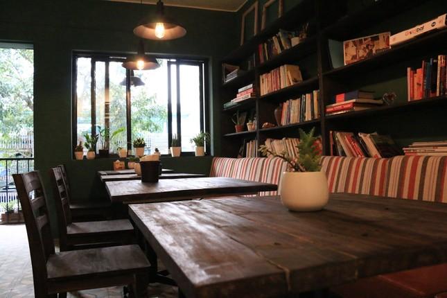 """Tận hưởng không khí cuối năm thật """"chất"""" tại Top 3 quán cà phê nghệ thuật xịn sò ảnh 2"""