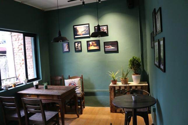 """Tận hưởng không khí cuối năm thật """"chất"""" tại Top 3 quán cà phê nghệ thuật xịn sò ảnh 3"""