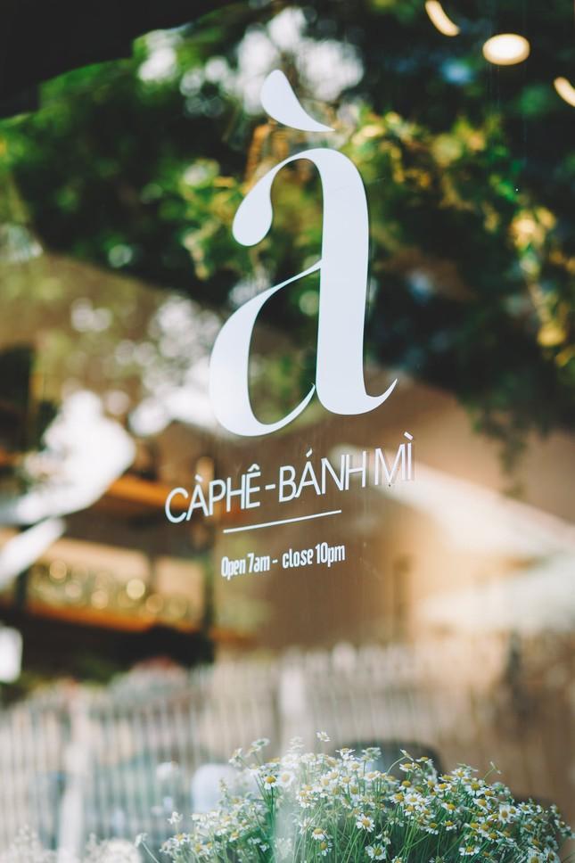 Hẹn hò Sài Gòn: Dừng chân nghỉ ngơi tại hai tiệm cà phê xinh xắn ẩn mình trong hẻm nhỏ ảnh 1