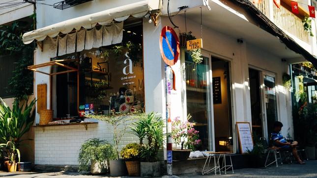 Hẹn hò Sài Gòn: Dừng chân nghỉ ngơi tại hai tiệm cà phê xinh xắn ẩn mình trong hẻm nhỏ ảnh 2