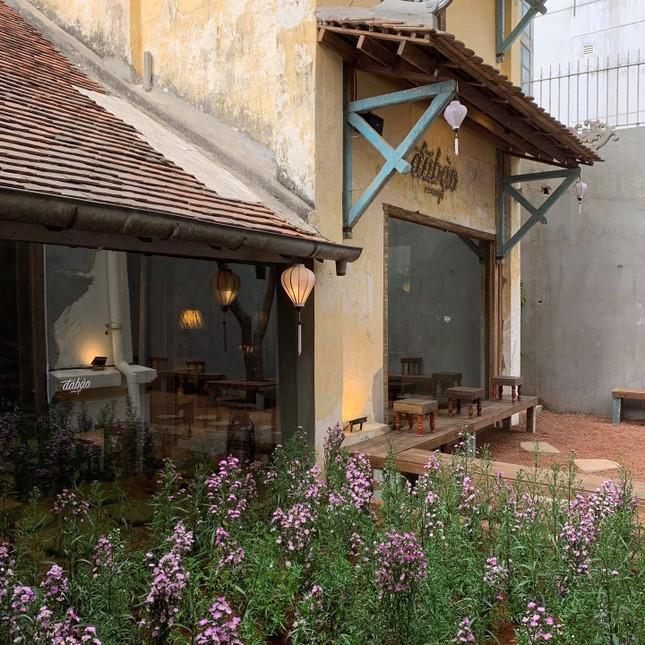 Hẹn hò Sài Gòn: Dừng chân nghỉ ngơi tại hai tiệm cà phê xinh xắn ẩn mình trong hẻm nhỏ ảnh 7