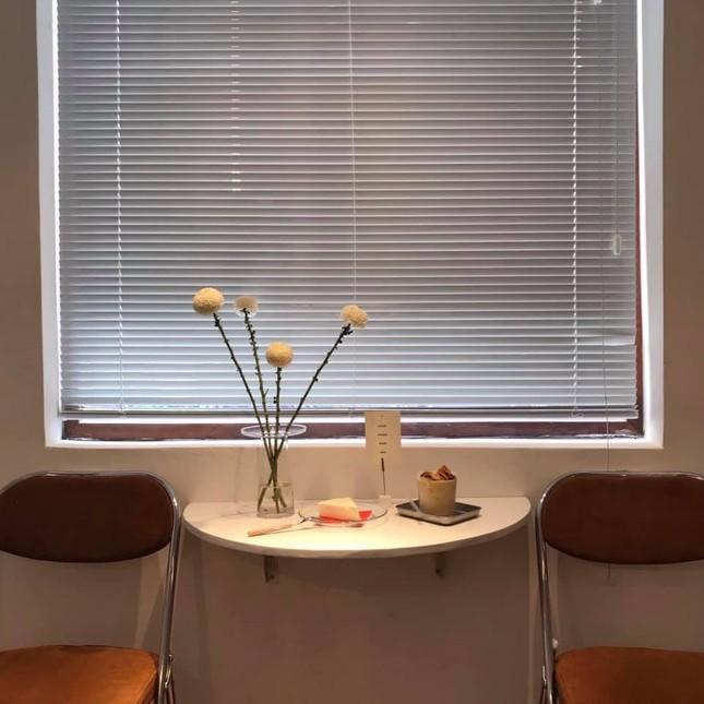 """Những quán cà phê phong cách tối giản, không gian """"sống ảo"""" vừa đẹp vừa sang ảnh 7"""