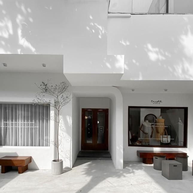 """Những quán cà phê phong cách tối giản, không gian """"sống ảo"""" vừa đẹp vừa sang ảnh 1"""