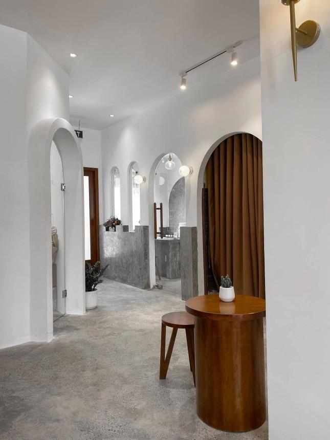 """Những quán cà phê phong cách tối giản, không gian """"sống ảo"""" vừa đẹp vừa sang ảnh 2"""