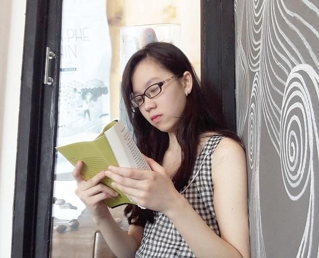 """Nhà văn Hiền Trang: """"Muốn làm tri kỷ của thằng hề, lại trở thành bạn đường của vua Lear"""" ảnh 3"""