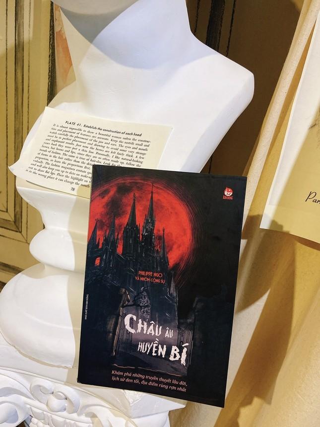 """Sách hay mùa Halloween: Trải nghiệm """"du lịch đen"""" nơi Châu Âu huyền bí ảnh 3"""