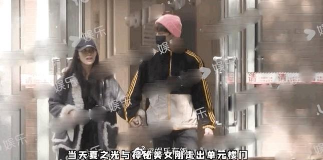 """Hết Nhậm Hào (R1SE) bị tố hẹn hò lại đến Hạ Chi Quang, dân mạng """"cà khịa"""": """"Anh em tốt!"""" ảnh 2"""