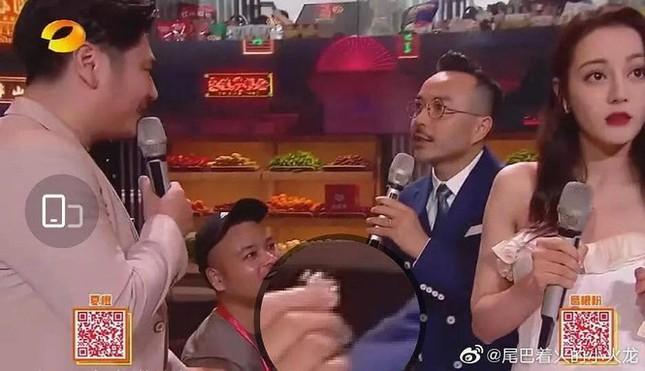 Fan tá hỏa khi vô tình biết Địch Lệ Nhiệt Ba bị blogger nổi tiếng quấy rối ảnh 6