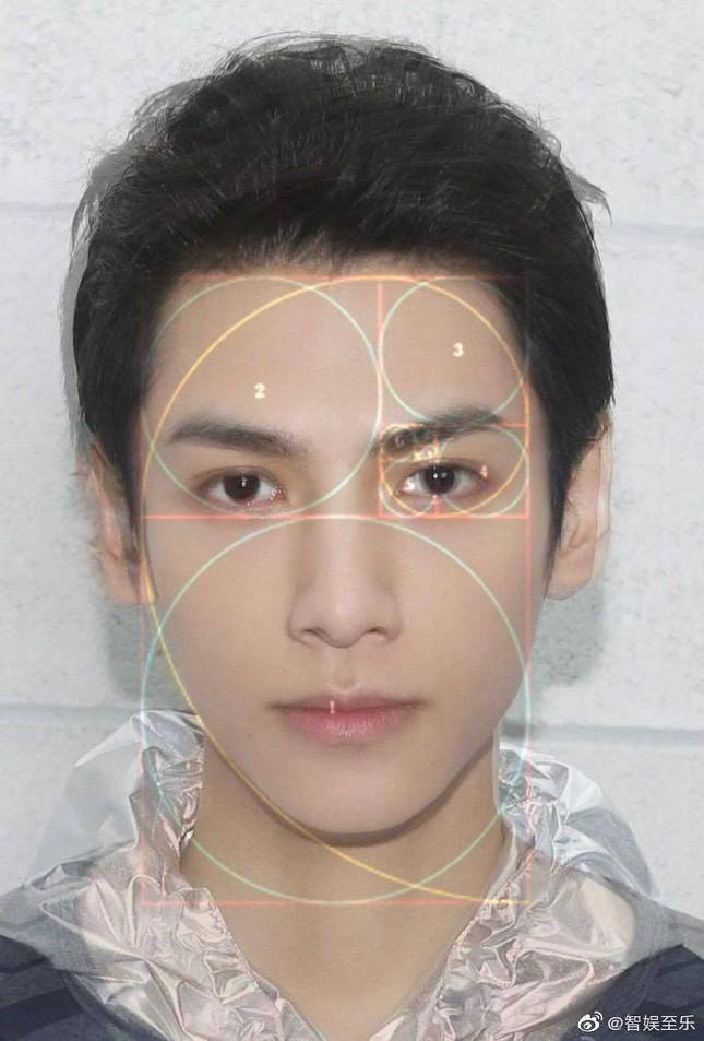 La Vân Hi lão hóa ngược, ảnh thẻ 10 năm trước cực xuất sắc và sở hữu gương mặt tỉ lệ vàng ảnh 10