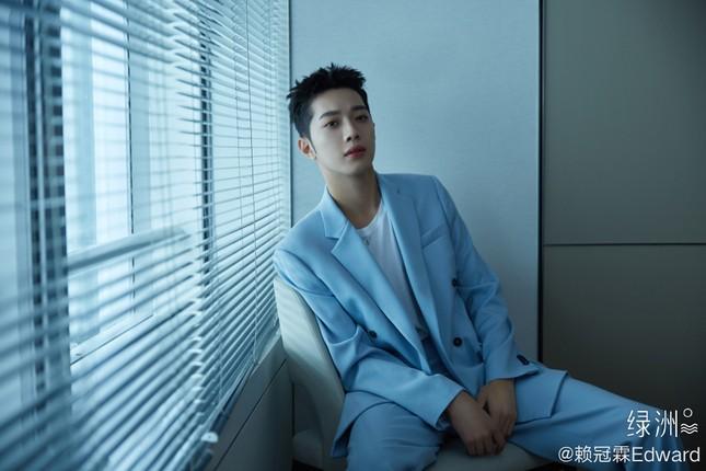 Cựu thành viên Wanna One Lại Quán Lâm gây bức xúc vì hút thuốc và nhổ bậy nơi công cộng ảnh 7