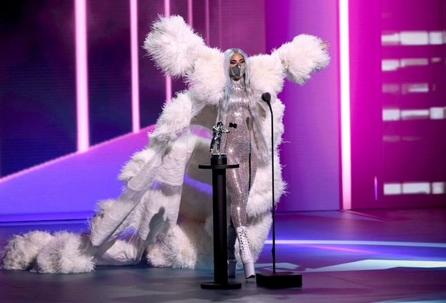 """VMAs 2020: Lady Gaga chiếm sóng với """"bộ sưu tập"""" thời trang vừa ngầu vừa đẳng cấp ảnh 4"""