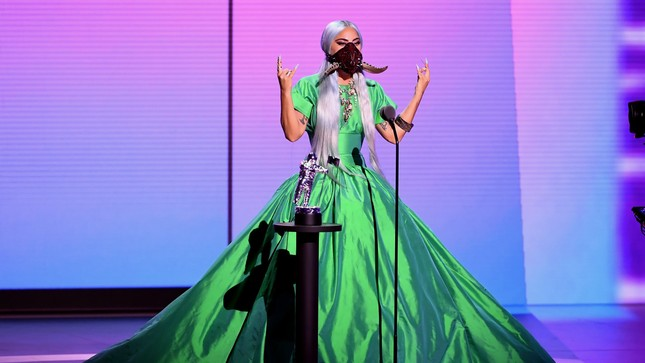 """VMAs 2020: Lady Gaga chiếm sóng với """"bộ sưu tập"""" thời trang vừa ngầu vừa đẳng cấp ảnh 2"""