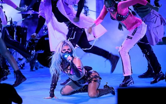 """VMAs 2020: Lady Gaga chiếm sóng với """"bộ sưu tập"""" thời trang vừa ngầu vừa đẳng cấp ảnh 5"""