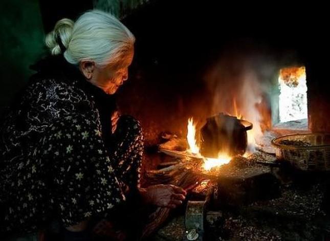 Cuộc thi viết Trà sữa cho tâm hồn: Tuổi thơ ấm mãi bên bếp lửa của ngoại ảnh 2