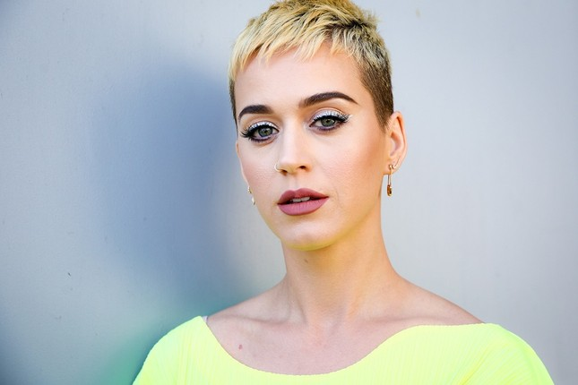 Trong thế giới fangirl: Dù phía trước tăm tối cũng phải tự rực sáng, như Katy Perry ảnh 2