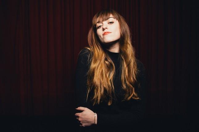 Trong thế giới fangirl: Sasha Sloan và âm nhạc của cô như ánh Trăng dịu dàng ảnh 4