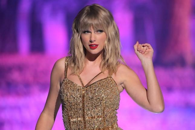 Trong thế giới fangirl: Thanh xuân này đáng giá vì Taylor Swift đã xuất hiện trong đời ảnh 2